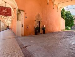 Foto di portici presso il Baraccano